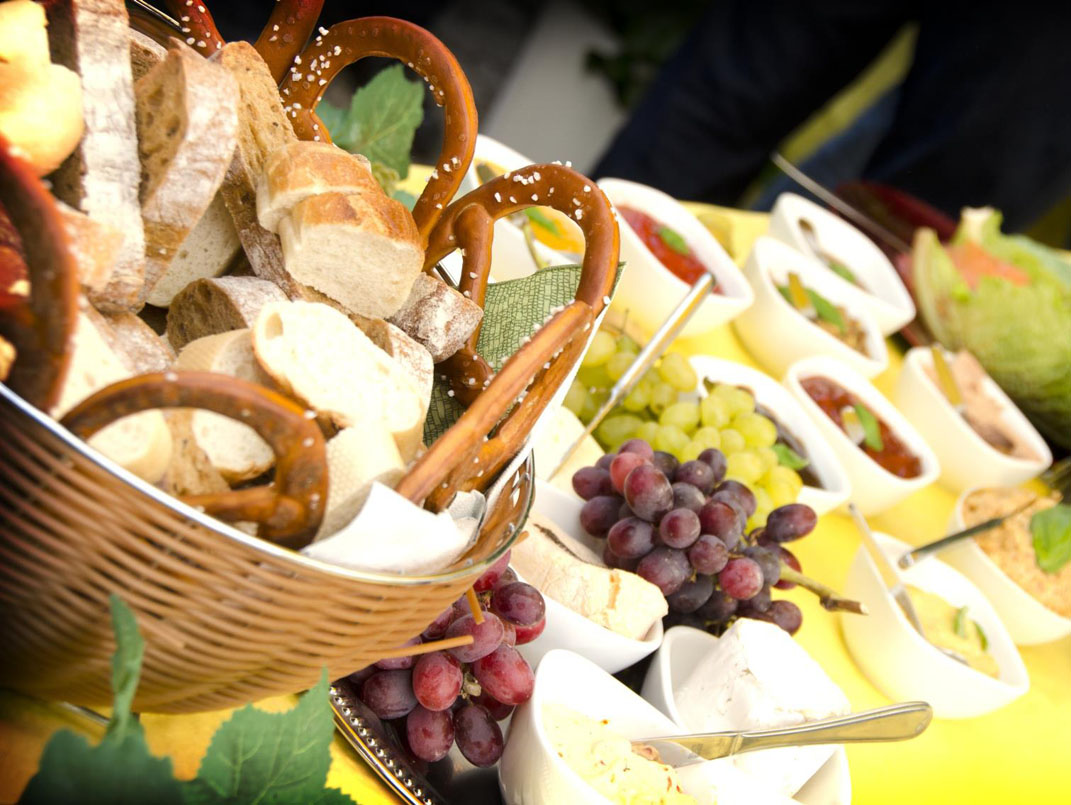 Buffet, Dips, Pestos, Käse, Brotkorb, Brote, Fingerfood, Catering Services in Gummersbach, Party Service Gummersbach, Eventagentur Gummersbach, Eventcatering & Eventorganisation Irmhild Hesse